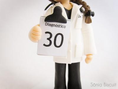 Topo de Bolo Aniversário 30 Anos Médica Biscuit Médico