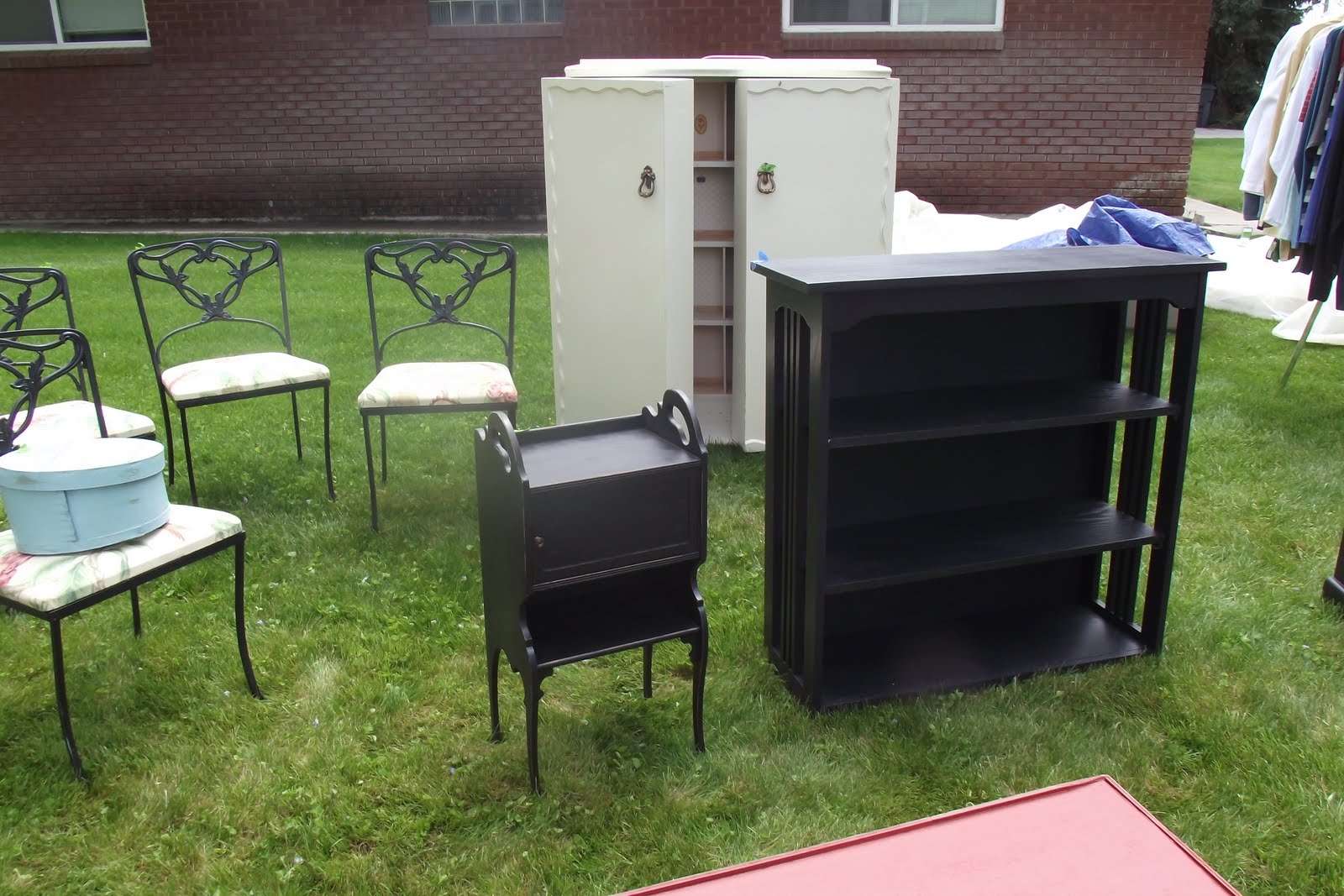 Karie 39 s chic creations furniture sale glad to be home for Furniture yard sale