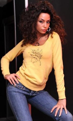 Raffaela Fico posando