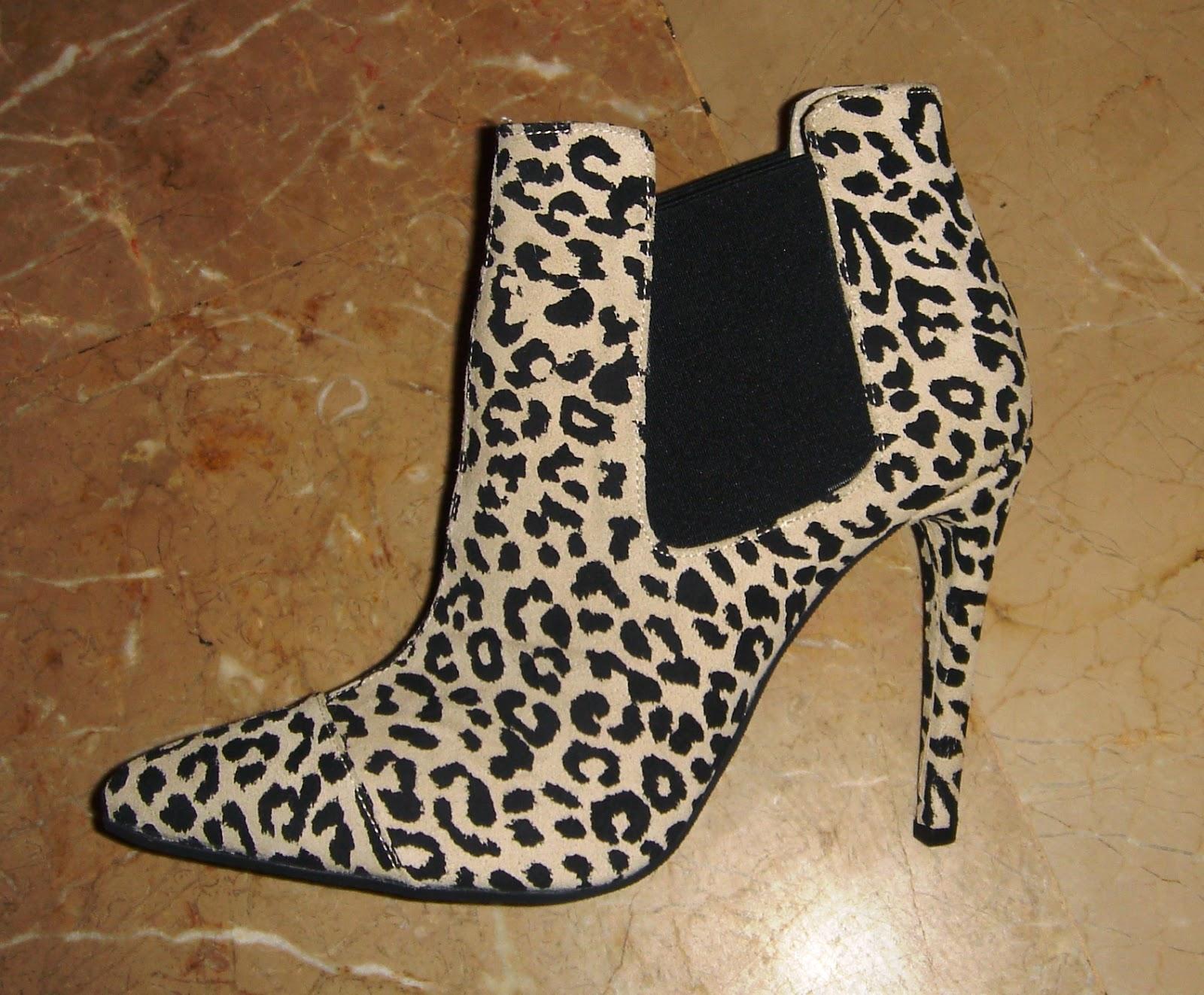 αλλά τους φαίνονται πιο ελκυστικές οι γυναίκες οι οποίες το κάνουν. Γιατί  οι γυναίκες που φορούν ψηλά παπούτσια είναι πιο ελκυστικές  170e0bd3506