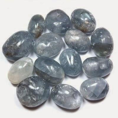 piedra azul latino personals La aguamarina es la variedad de color azul verdoso pálido del berilo al igual  que la esmeralda se trata de una gema muy apreciada en joyería por su dureza, .