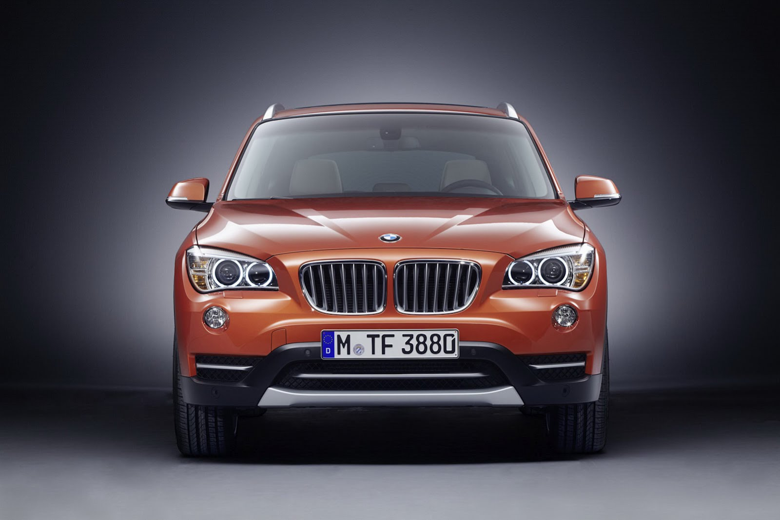Here is a picture of the 2013 bmw x1 lci facelift and 2 more pictures after the jump
