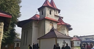 Adevărul.ro: Dascăl ortodox, interzis în strană pentru că a susţinut în alegeri un penticostal