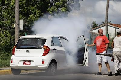 Kereta disembur asap pembunuh nyamuk