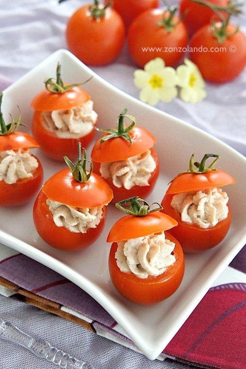 Pomodorini ripieni di tonno, ricotta e capperi ricetta antipasto o aperitivo leggera facile e veloce - Stuffed cherry tomato light recipe