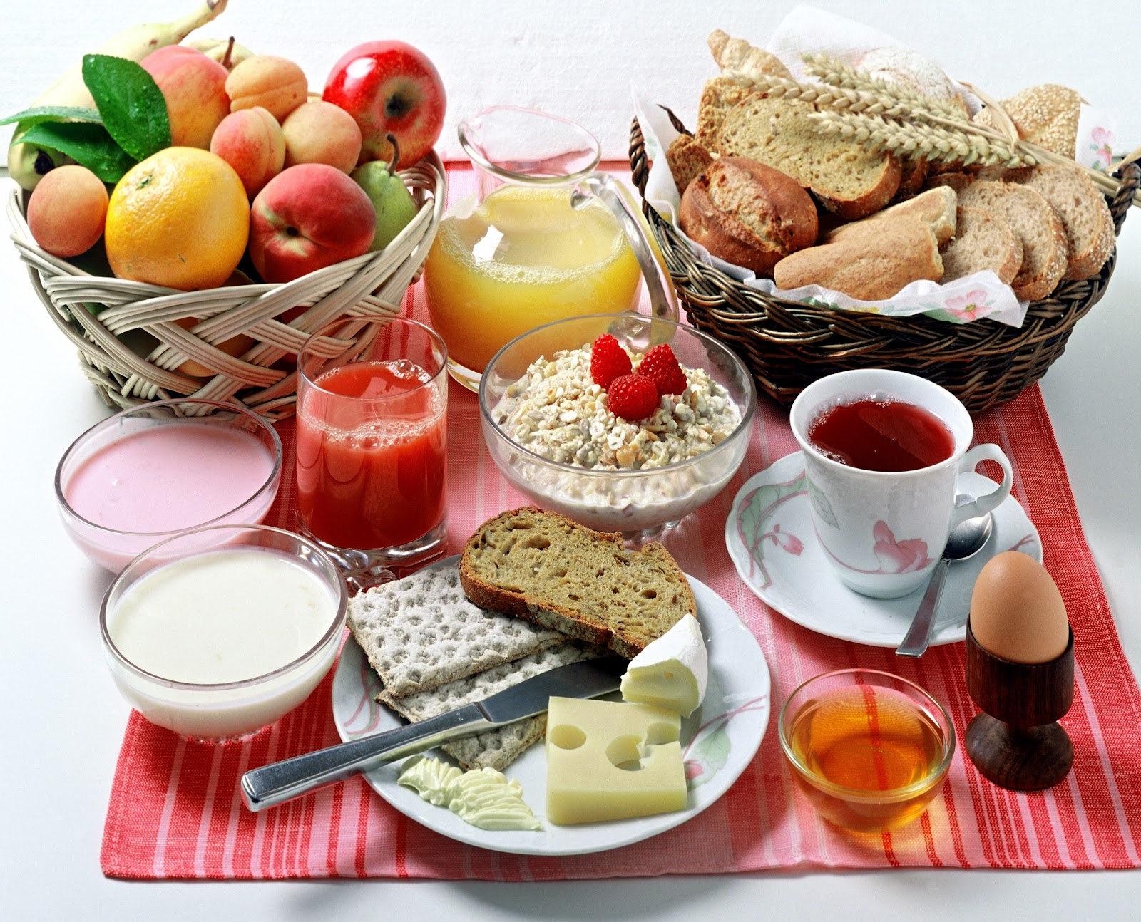 LUCRECIA YA ES INVITADA AL DESAYUNO. Desayuno