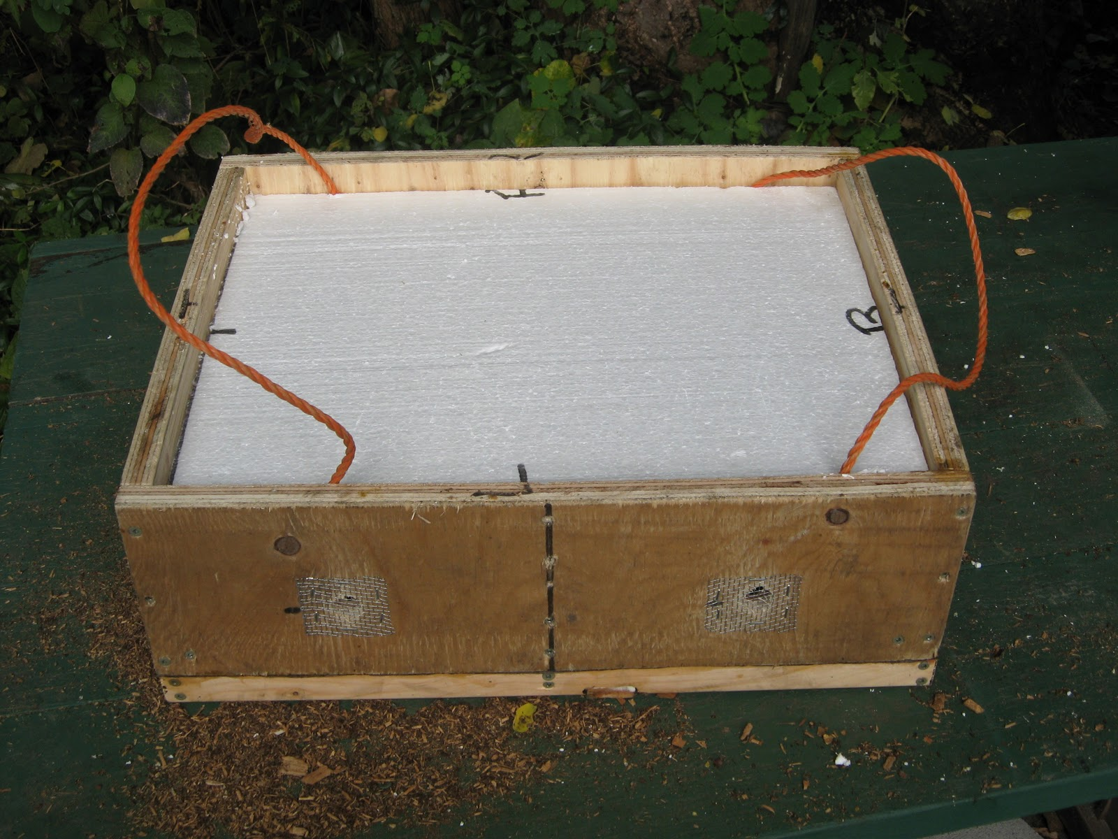 How to make a moisture quilt for a langstroth hive honey - Winter Hive Set Up With 2 Inch Feeder And Insulated Moisture Quilt