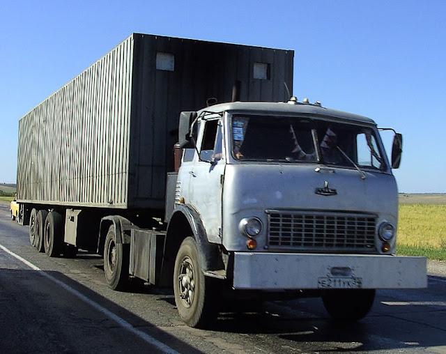 Foto Gambar Transportasi Truk Peti Kemas 2