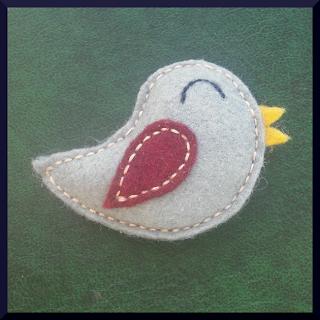broche fieltro pájaro gris