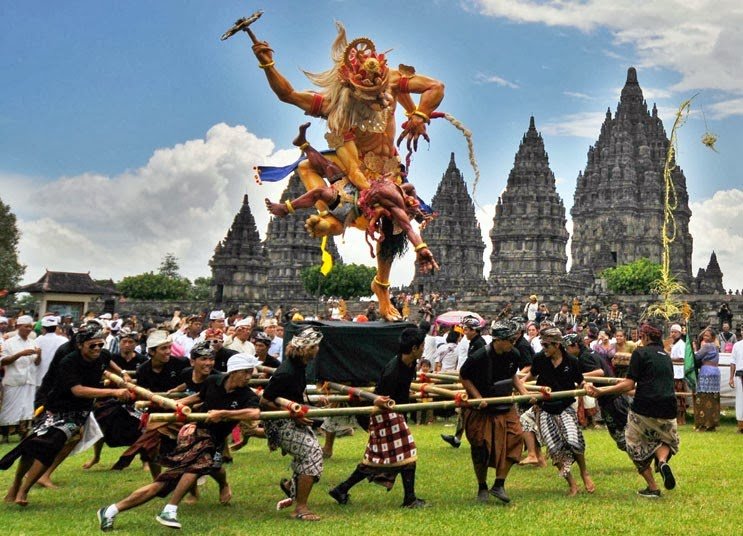 Nyepi Day, Balinese New Year, Hindus New Year, hari raya nyepi, pecalang, melasti, ngerupuk, hindu temple, pura, hindu ceremony, holiday in Bali, Ngembak geni, ogoh-ogoh, perang api, fire war, new years eve, prevent global warming,
