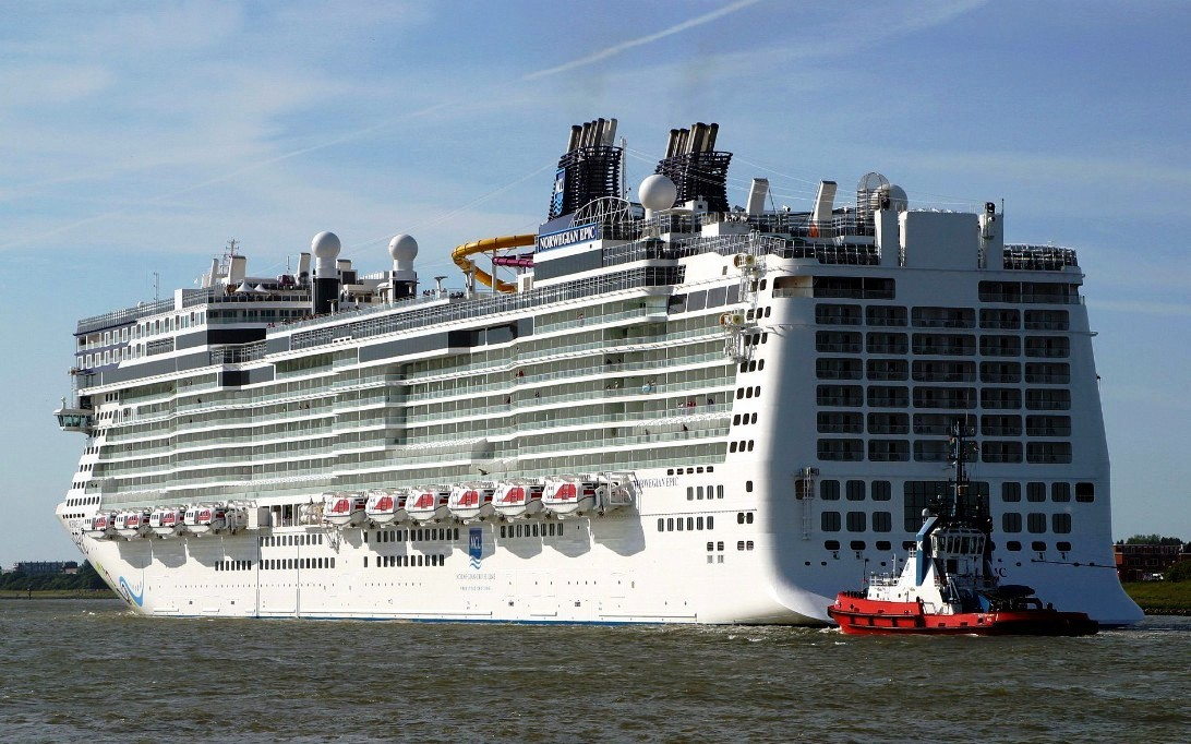 Norwegian Epic Cruise Ship Submited Images  Pic2Fly