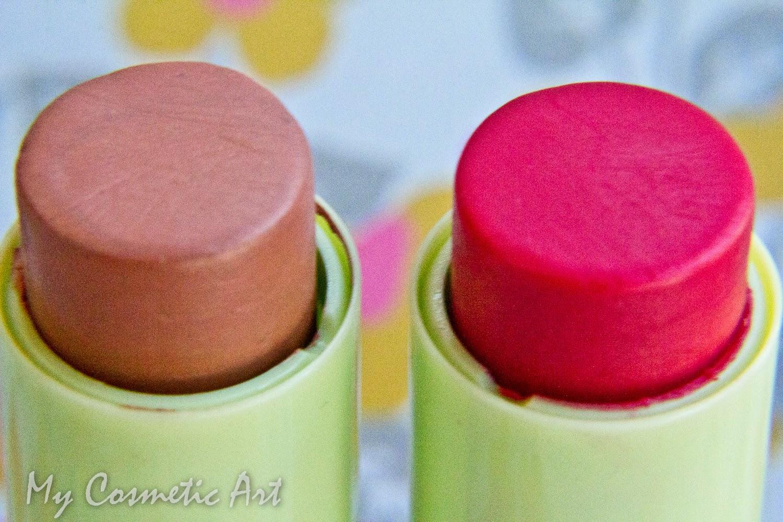Bálsamos de labios con color de Pixi.