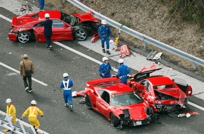 Kemalangan 14 kereta mewah yang membawa kerugian 2.5 juta pound