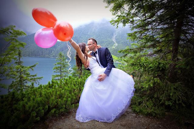 pomysły na sesje ślubną, nietypowa sesja ślubna, sesja z balonami, zdjecia plenerowe, morskie oko, slub, pomysłowe zdjęcia ślubne, zabawne zdjecia slubne
