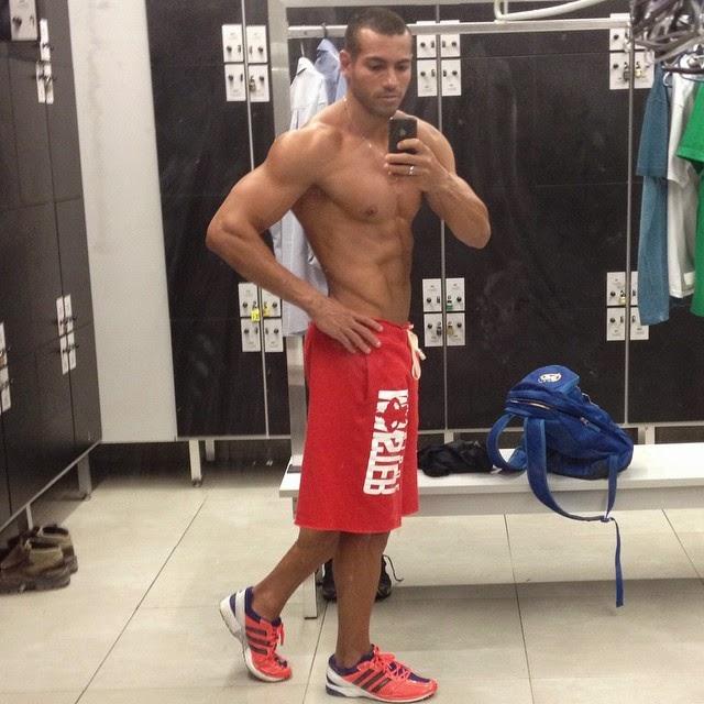 Breno Neves mostra o físico sarado em selfie tirada no vestiário da academia Foto: Instagram/Reprodução