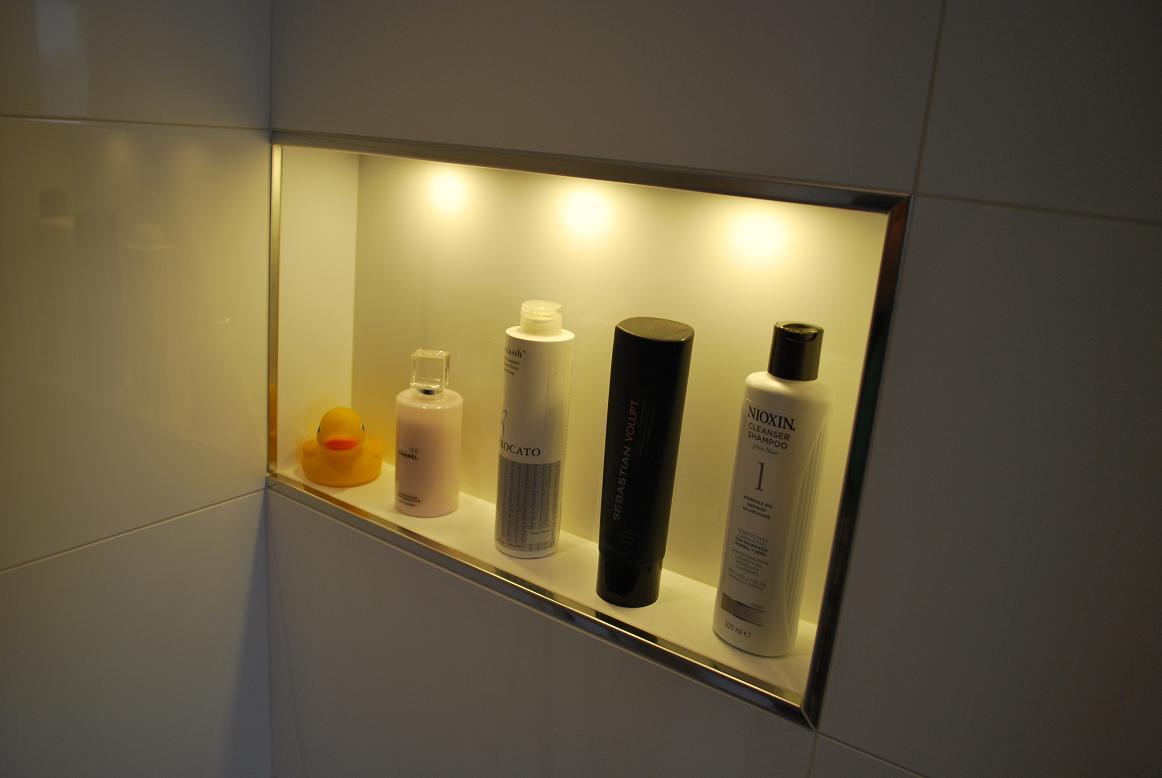 verlichting nis badkamer bad met nis met verlichting badkamer ideeen ...
