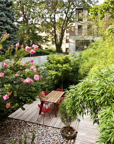 Courtyard garden brooklyn foras studio angela mckenzie for Townhouse landscaping