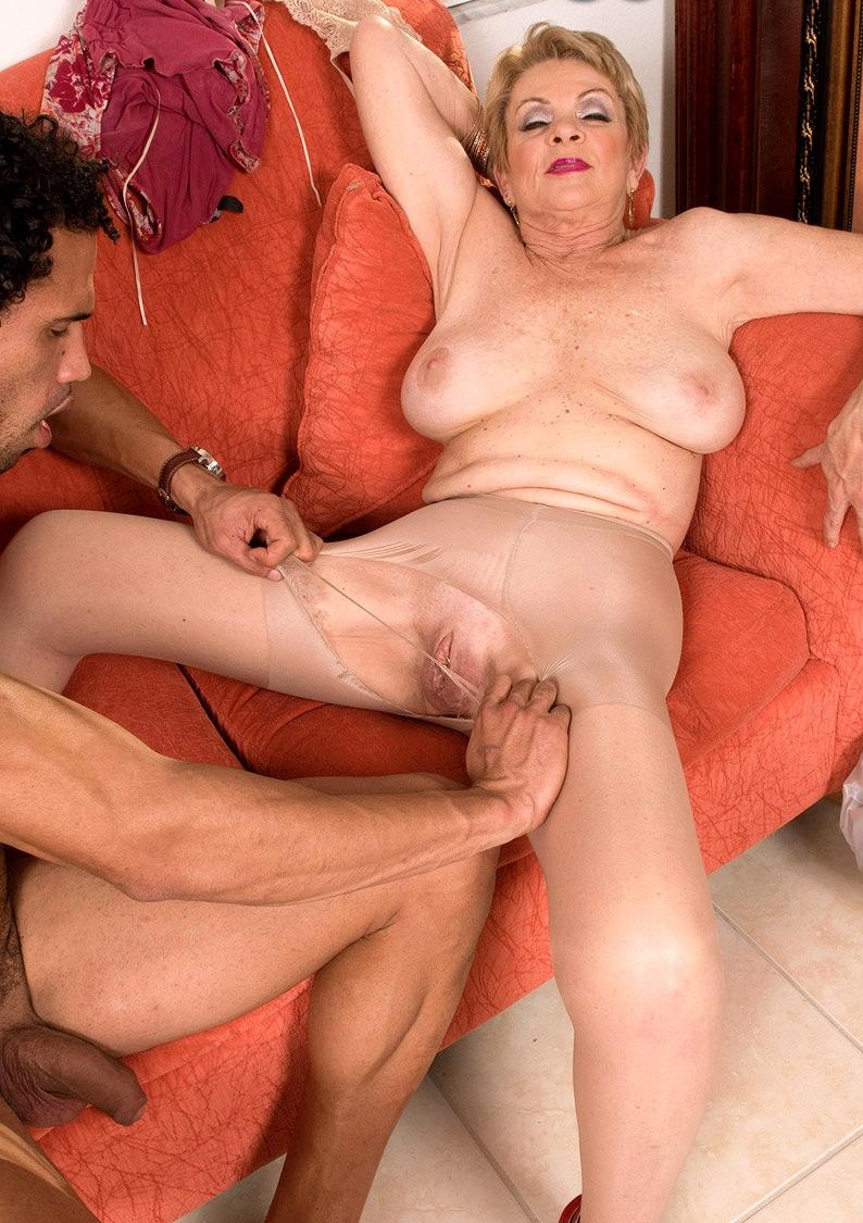 super-seks-starushki-v-porno-video