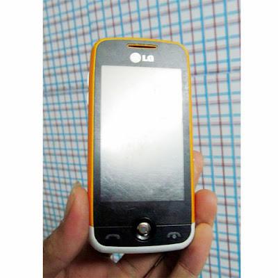Cần bán điện thoại cũ LG GS290 giá rẻ ở hà nội, bán điện thoại cảm ứng cũ giá rẻ, máy đầy đủ tính năng, nghe gọi tốt, sóng khỏe, camera quay phim chụp ảnh tốt, cảm ứng nhạy, có thẻ nhớ nghe nhạc mp3, nghe đài fm radio, có java gprs edge cài đặt phần mềm game lên mạng chơi game facebook. Máy nguyên bản, chạy ổn định, không có lỗi lầm, hình thức như ảnh chụp.  Giá: 400.000 (máy, pin) Liên hệ: 0904.691.851 LG GS290 giá 400k bán điện thoại cũ cảm ứng giá rẻ tại hà nội nghe nhạc mp3 thẻ nhớ camera java radio gprs ban dien thoai cu gia re ha noi, bán điện thoại giá từ 200k, camera, giải trí cơ bản, java, LG, nghe nhạc, radio FM, thẻ nhớ