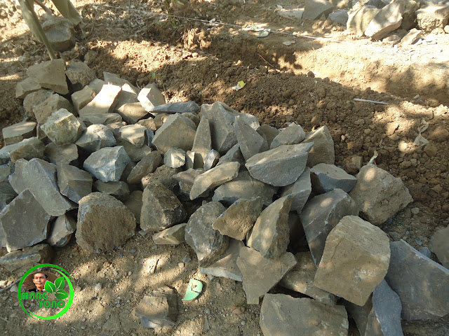FOTO : Pekerjaan pasangan batu kali.