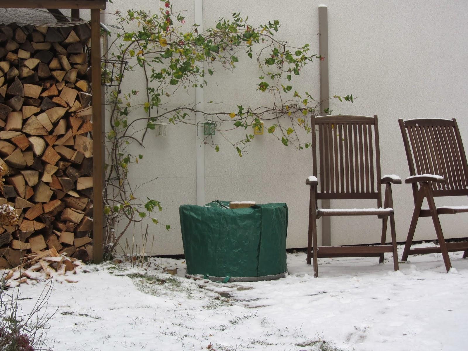 erster schnee. Black Bedroom Furniture Sets. Home Design Ideas