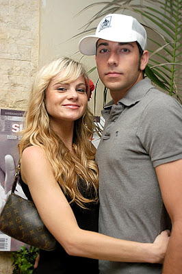 Zachary Levi Girlfriend