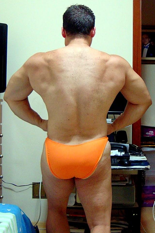 O atleta da IFBB-SP mostra os dorsais Foto: Arquivo pessoal