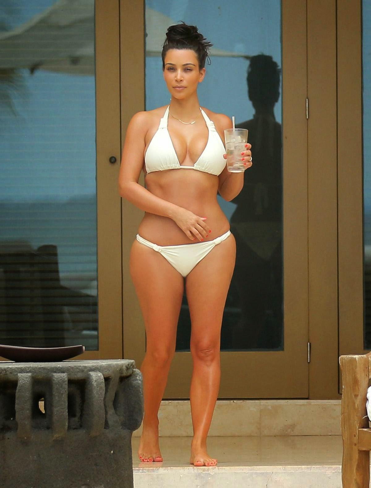Kim Kardashian Hot Bikini Candids in Mexico