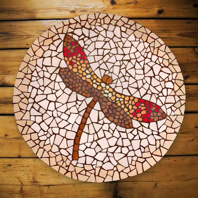 Ważki Stolik - dekoracyjna mozaika
