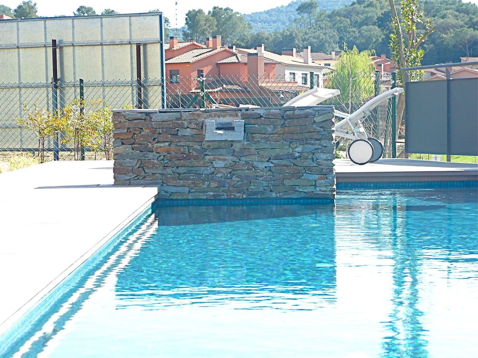 Piscina con cascada de piedra simple download piscina - Piedras para piscinas ...