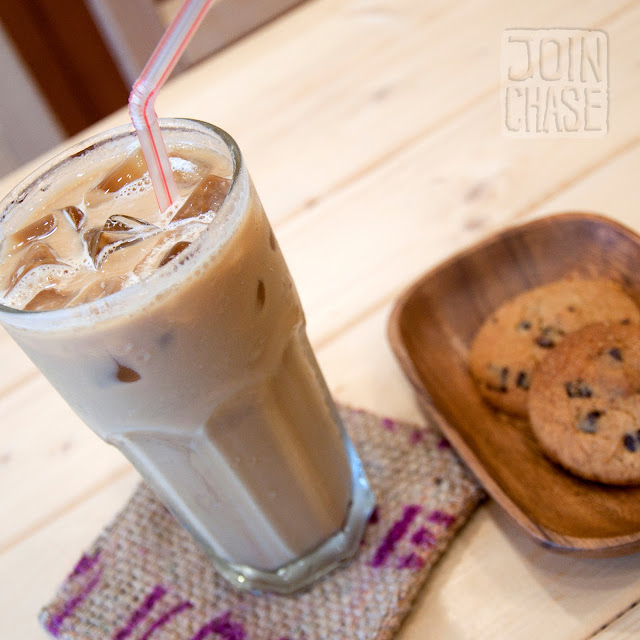 Iced latte and cookies at Coffee Dream in Ochang, South Korea.