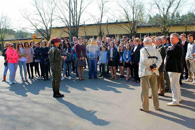 Wizyta w koszarach 25 Brygady Kawalerii Powietrznej. Foto. Jacek Lombarski.
