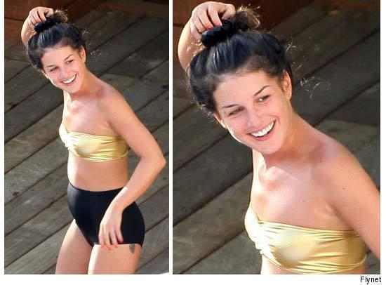 Shenae Grimes Hot Bikini Picture