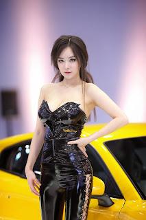Im Ji Hye Seoul Motor Show 2013 5.jpg