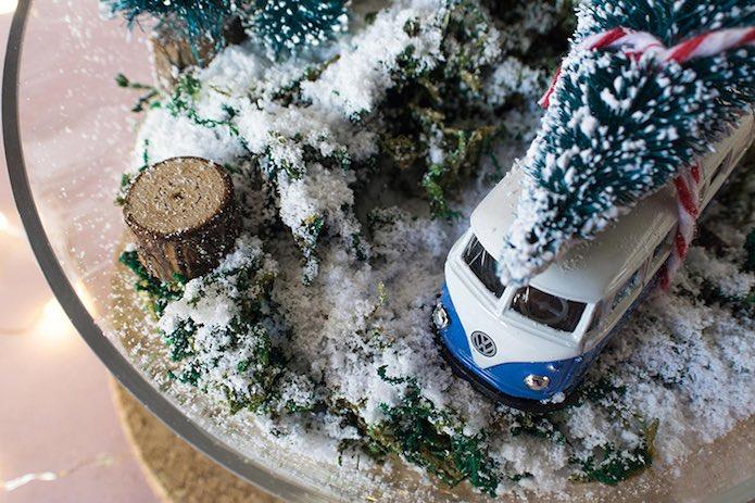bol  navideño con furgoneta volkswagen
