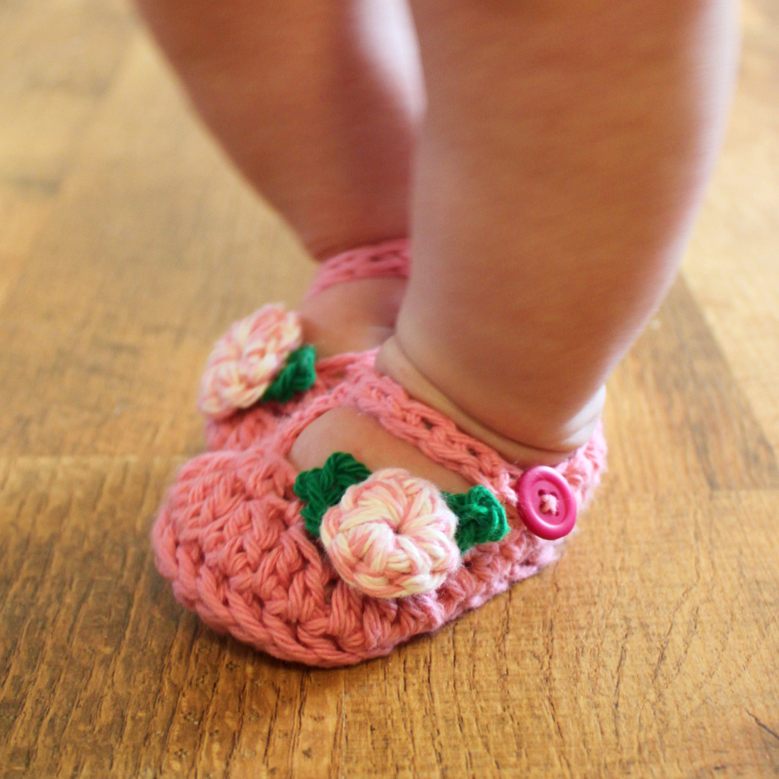 Acorn kids' slippers are available in booties and moccasins for boys and girls. Popular styles include Critter booties for toddlers and Easy booties and mocs for kids. Warm, soft fleece and textured uppers provide casual comfort.
