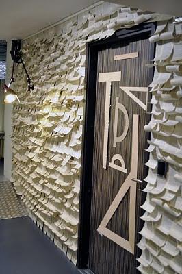 Fr o o caliente empapelar la pared con hojas de papel - Empapelar una pared ...