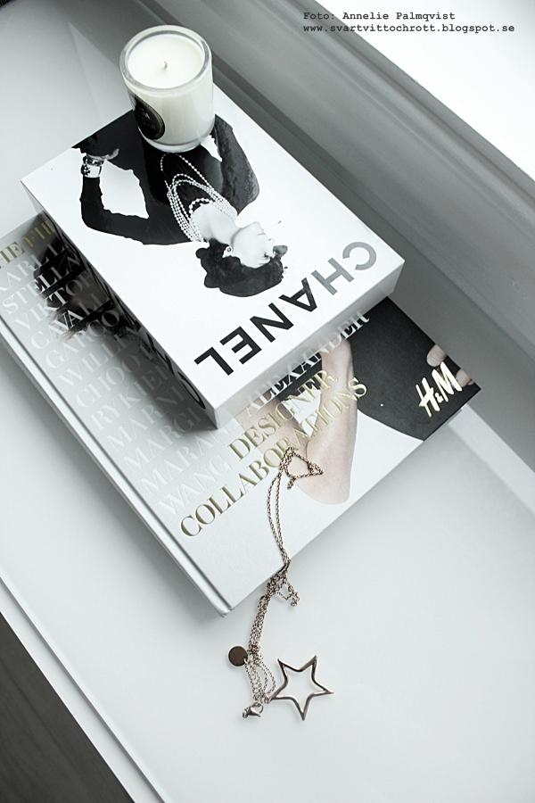 H&M bok, tio år av samarbeten, kläddesigners, kläddesign, kläddesigner, Hennes & Mauritz, kläder, walk in closet, inredning, chanel, böcker, svart och vitt, svartvit, svartvita, detaljer, wic,