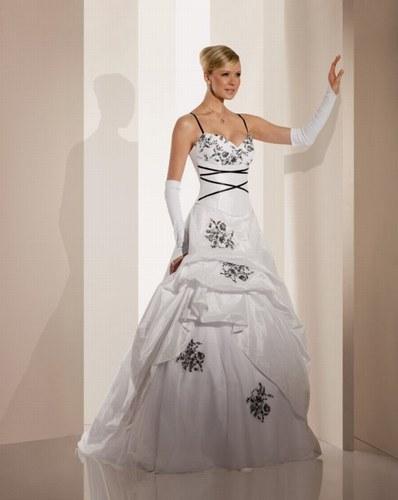 robes de mariee robes de mari e noire et blanche. Black Bedroom Furniture Sets. Home Design Ideas