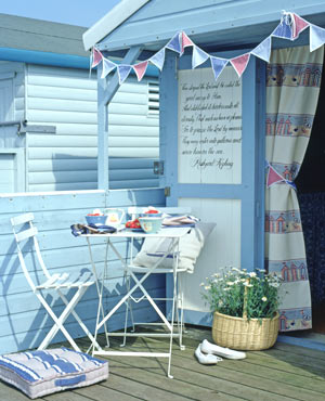 Love lilac nuts about beach huts for Beach hut decor
