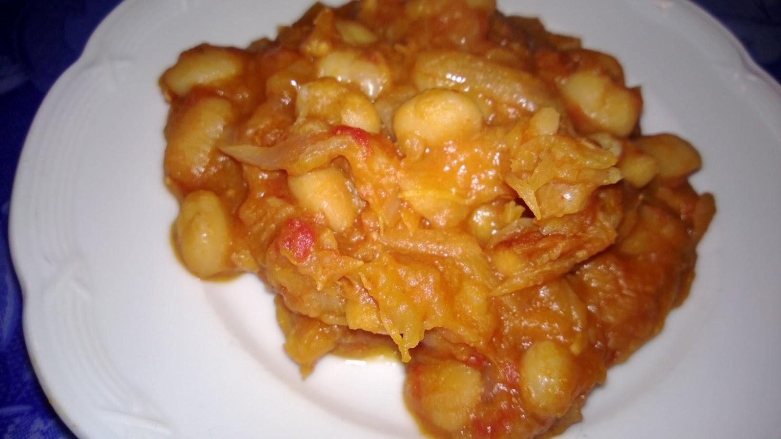 Haricots blancs mijotés à la sauce tomate