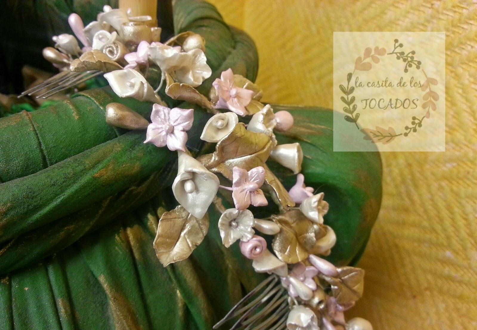 semicorona a buen precio para novia en tonos pastel con flores pequeñas y hojas