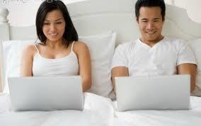 La red, está desbancando a la intimidad de la pareja, pero no sólo los hombres son los que prefieren navegar, de hecho, las mujeres pasan más tiempo conectadas, esto según un estudio Perder el acceso a internet sería tan desastroso como perder el sueño para hombres y mujeres. Y en cuarto lugar tendrían como opción imperdible el sexo. En un estudio reciente se comprobó que si les dieran a elegir, preferirían tener internet en lugar de tener sexo. Según el estudio realizado por Intel, el 46 por ciento de las mujeres estadounidenses podrían pasar hasta dos semanas sin sexo, pero