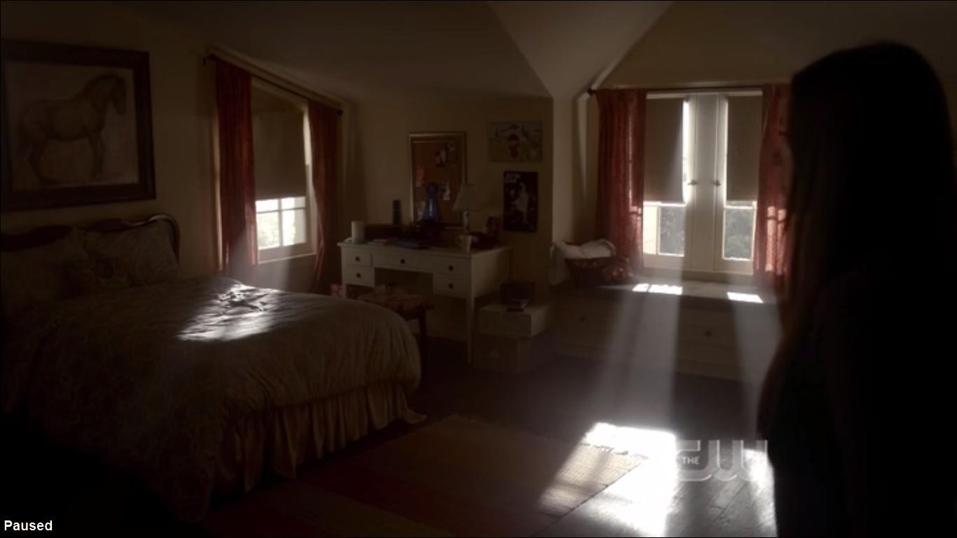 The Vampire Diaries Elena Gilbert bedroom