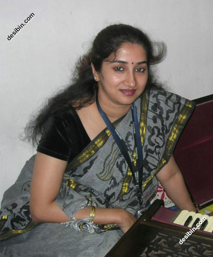 "Search Results for ""Tamil Aunty Mulai Kambu"" – Calendar 2015"