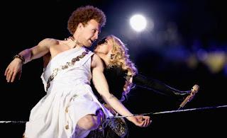 Andy+Lewis+ +Superbowl+ +Slackline+ +Madonna - Slackline no show de encerramento do Super Bowl
