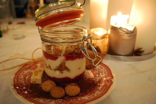 noras salz in der suppe fixes dessert im glas mascarponecreme mit amarettini und himbeeren. Black Bedroom Furniture Sets. Home Design Ideas