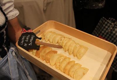 crepes en Catering de Samantha Vallejo Nagéra en la presentación de los quesos Boffard Blog Esteban Capdevila