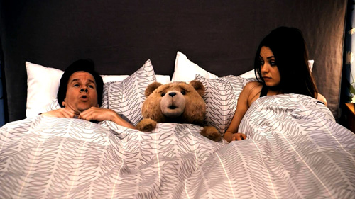 Ted Mark Wahlberg, Ted & Mila Kunis in bed