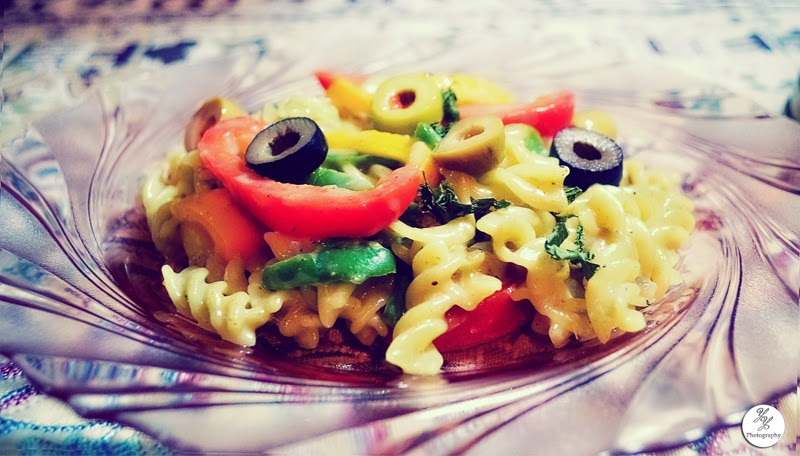 Pasta with white sauce and colored pepper - Y&Y Photography - Food Photography